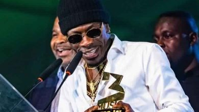 Photo of Shatta Wale shreds VGMA Board Members. Here's why…