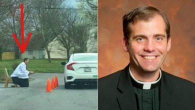 Photo of Priest Offers Drive-Thru Confessions Amid Church Lockdown for Coronavirus