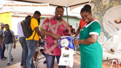 Photo of Salt Media GH boss donates to health officials at Agogo Hospital to mark his birthday