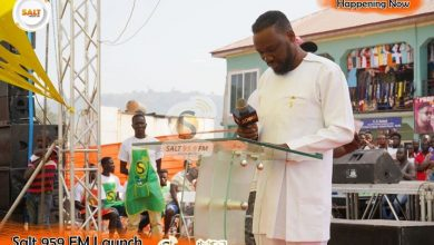 Photo of UNSHAKEN! Salt FM boss donates to patients at Agogo hospital minutes after fire consumed his studios