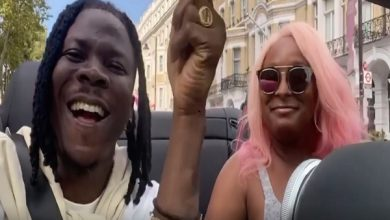 Photo of Stonebwoy rides with DJ Cuppy in her new Ferrari