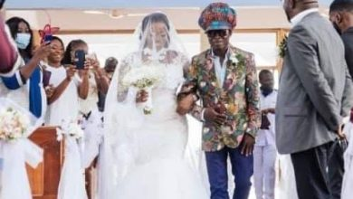 Photo of Music legend Kojo Antwi takes loyal fan to the altar