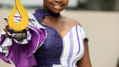 """Photo of Ghana's Top Female Painter Honored as """"Most Outstanding Woman in Innovation"""""""