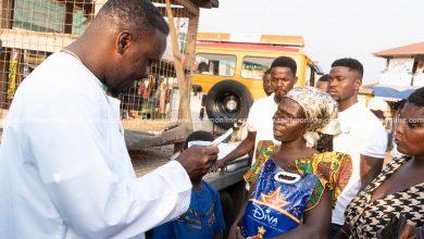 Photo of Photos: Ohene Kwame Frimpong supports caretaker of orphans in Kumawu
