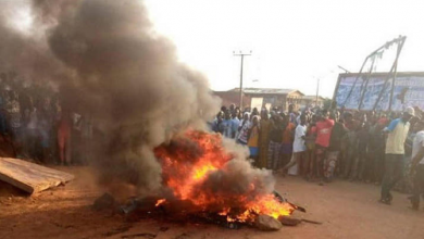 Photo of N/R: Suspected armed robber set ablaze