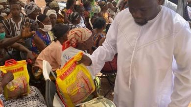 Photo of Photos: Salt 95.9 FM boss, Ohene Kwame Frimpong shares Christmas goodies to hundreds of widows [Day 2]