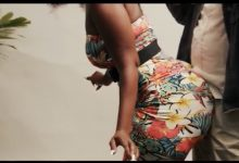 Photo of 'Battle of backsides' as Andy Dosty lines up bootylicious ladies for '1K' video
