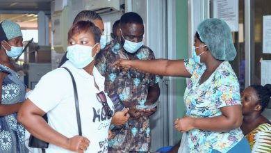 Photo of Ohene Kwame Frimpong visits Korle-Bu to help settle bills of patients ahead of launch of Kub's Bofrot