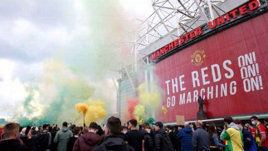 Photo of Photos: Man United supporters invade Old Trafford pitch in protest against Glazer ownership