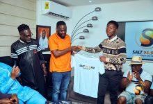 Photo of Sensational Sports Journalist, Kofi Gyinae joins Salt FM [Photos + Videos]