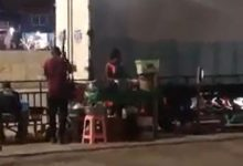 Photo of Video of vendor pounding fufu at Pokuase interchange sparks anger on social media