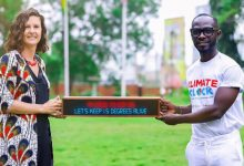 Photo of Okyeame Kwame presents Climate Clock to British High Commissioner